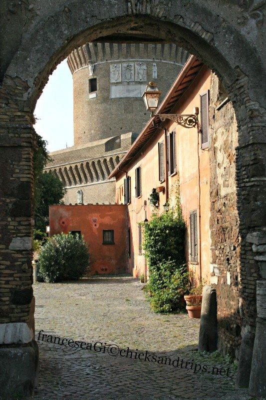 Nel borgo di Ostia Antica