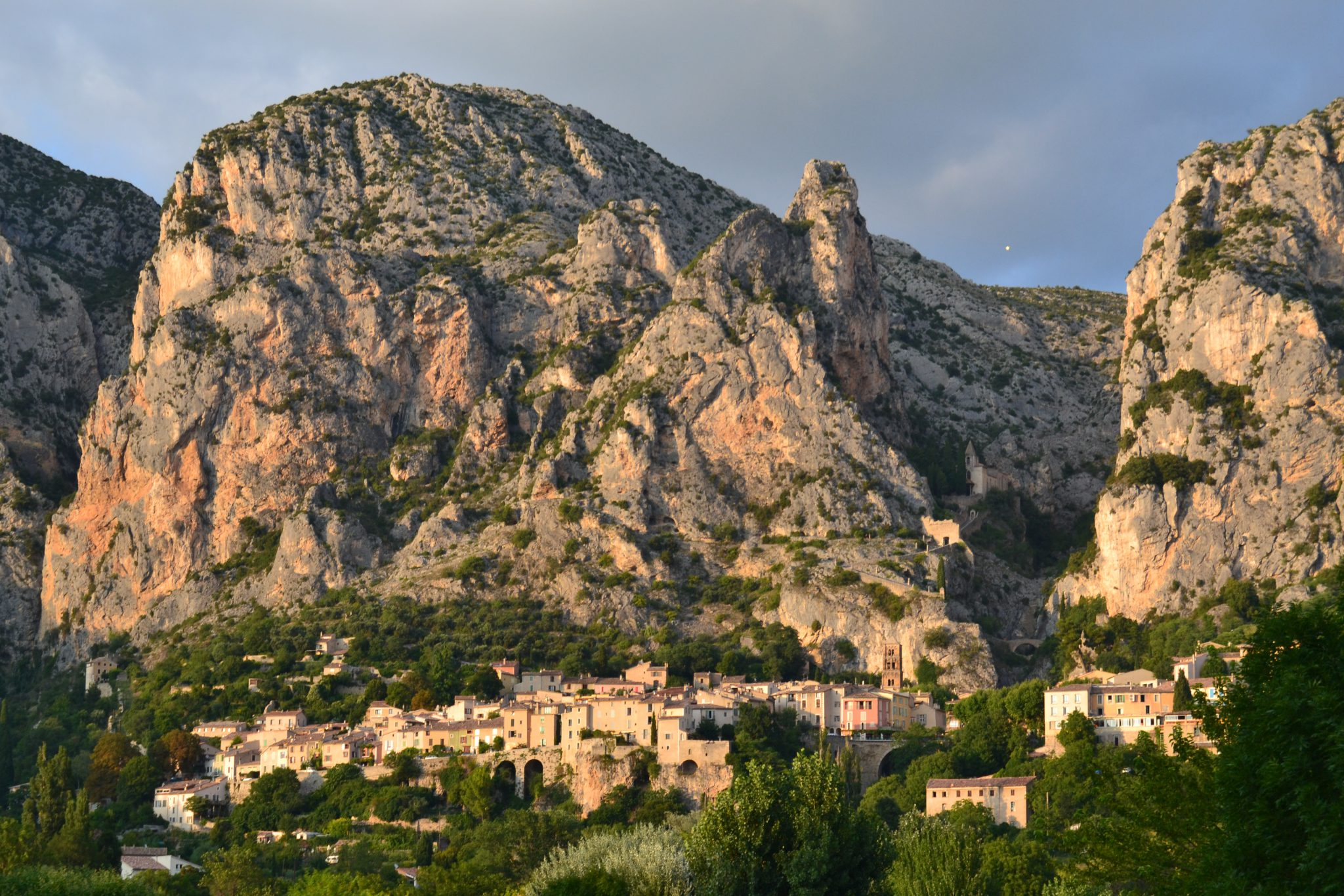 Moustiers-Sainte-Marie provenza francia