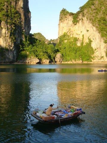 Bancarella ad HaLong Bay