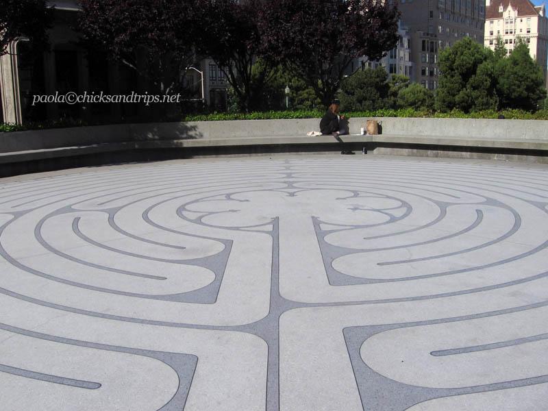 Il labirinto nel cortile esterno della Grace Cathedral.