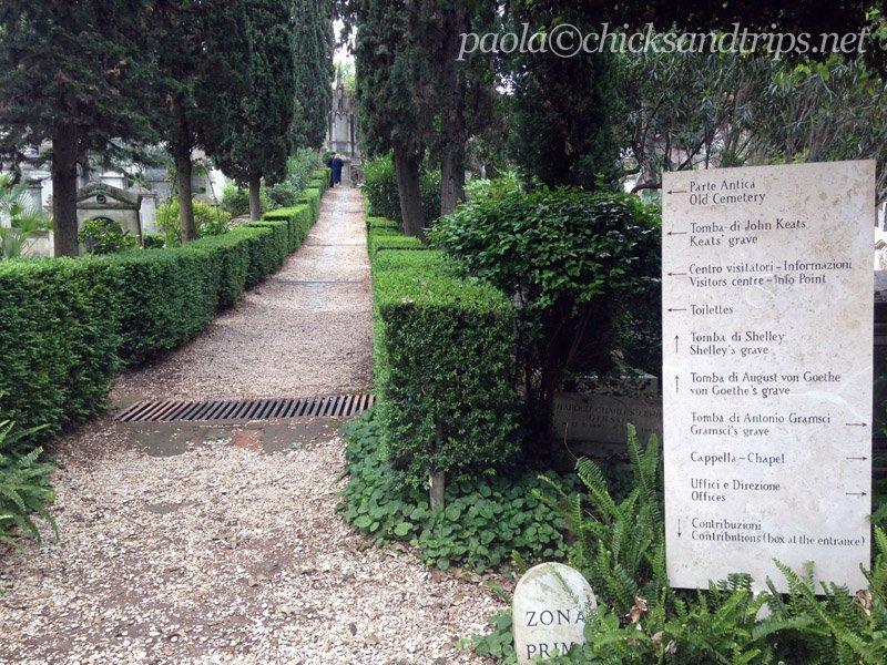 L'entrata del cimitero