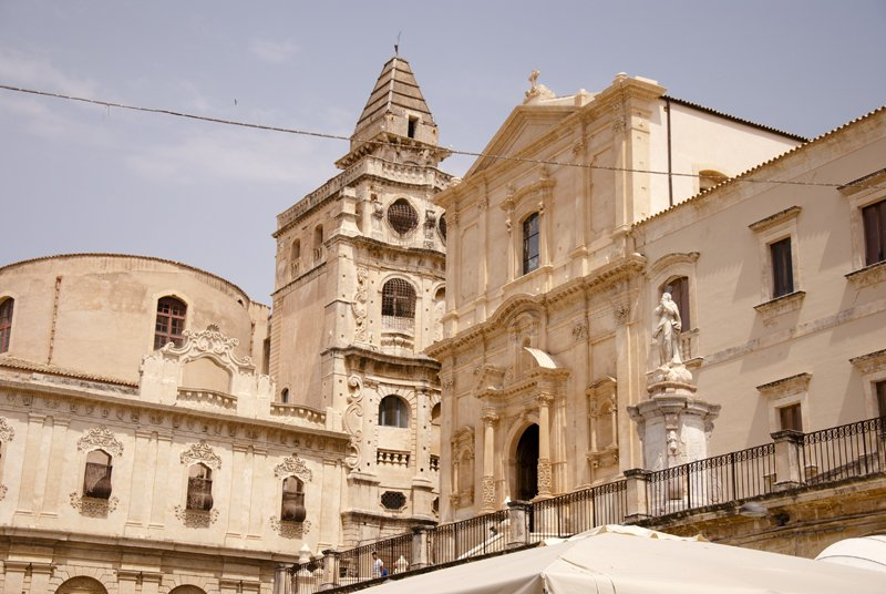 Noto: Patrimonio Unesco tra storie di capinere e cinquanta sfumature di giallo