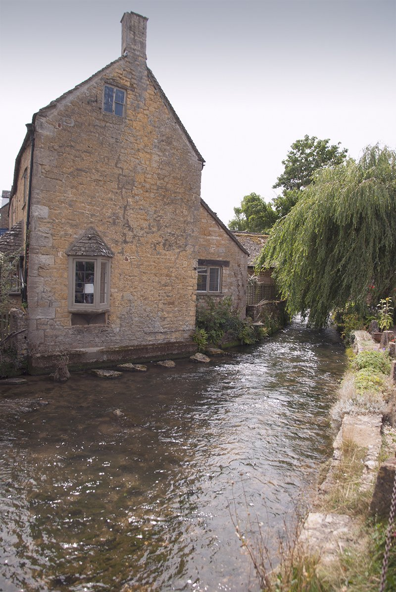 cotswolds bourton in the water