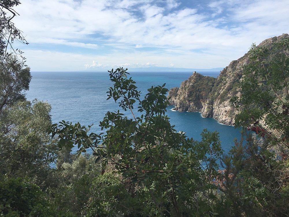 san fruttuoso portofino abbazia tigullio liguria mar ligure trekking