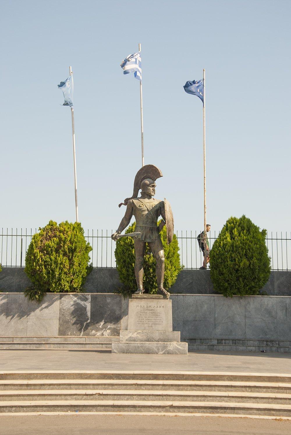 leonida termopili statua sparta