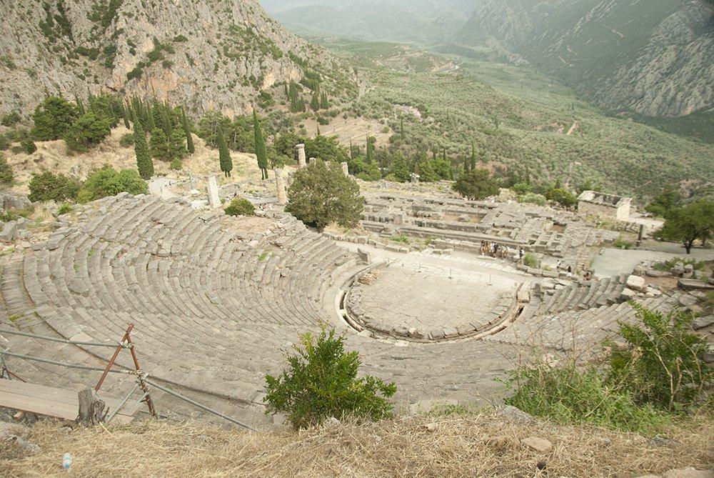 teatro di delfi santuario di apollo grecia