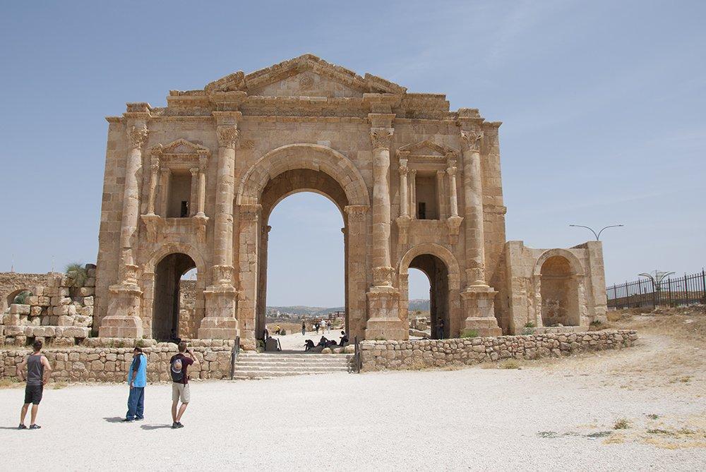 arco di adriano gerasa giordania