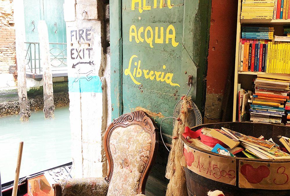Cosa vedere a Venezia: la Libreria Acqua Alta