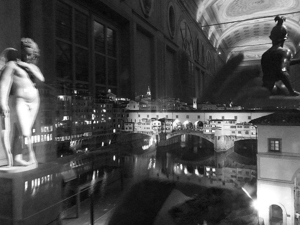 uffizi notte ponte vecchio arno firenze