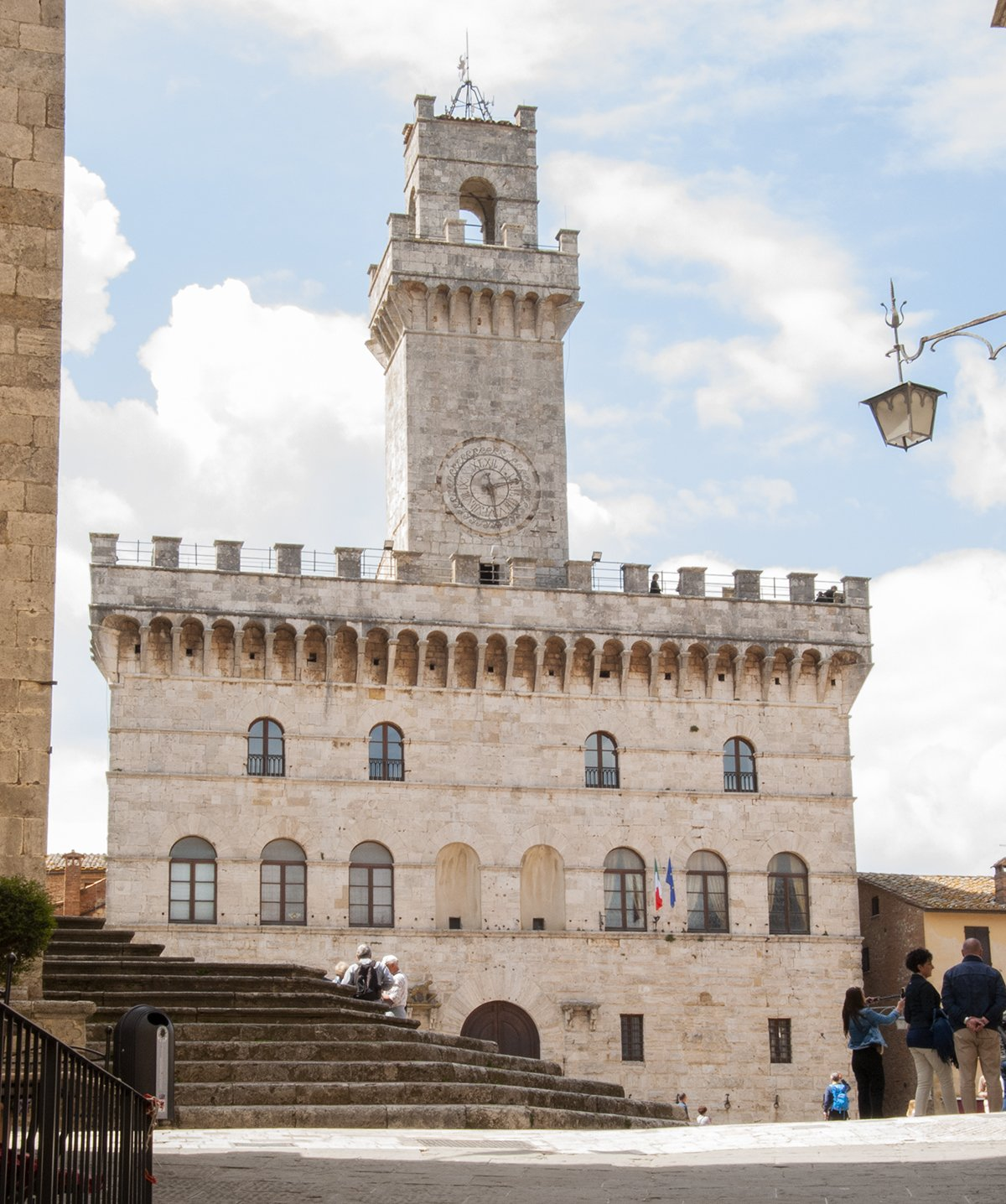 montepulciano palazzo del comune toscana piazza grande