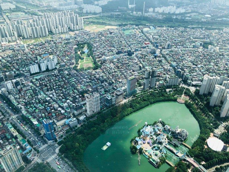 Sulla Lotte World Tower di Seoul: finalmente con la testa tra le nuvole!
