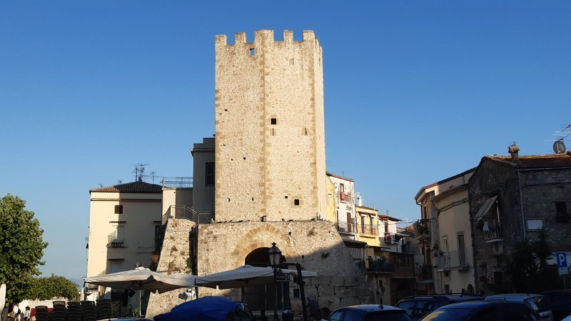 castellone formia torre