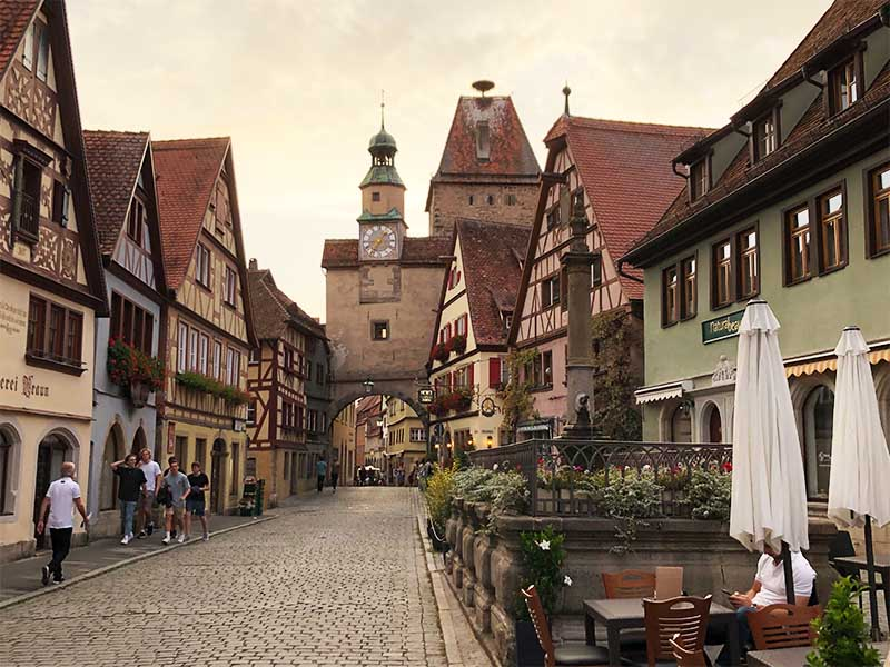Visita a Rothenburg ob der Tauber: cosa vedere nel villaggio più bello della Germania
